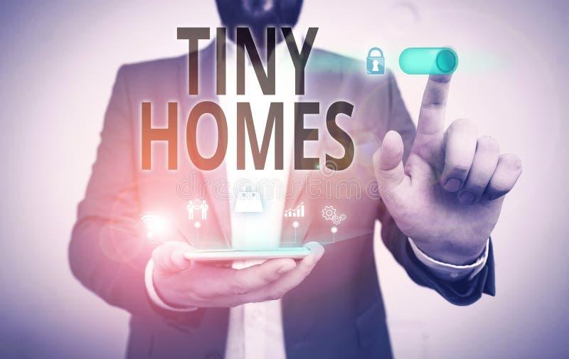 Scrittura di testo Tiny Homes Il concetto di business per le case contiene una sola stanza o due e una piccola entrata Cheap Male fotografia stock