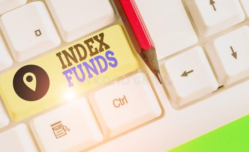 Scrittura di una nota che mostra Index Funds Foto di business: fondo comune creato per eguagliare le scorte di un indice di merca fotografie stock