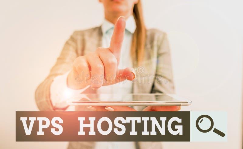 Scrittura di una nota che mostra l'hosting Vps La presentazione di foto aziendali imita un server dedicato all'interno di un host fotografia stock libera da diritti