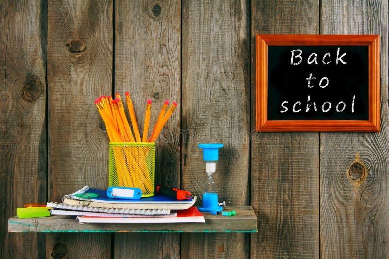 Scrittura-libri e strumenti della scuola immagini stock