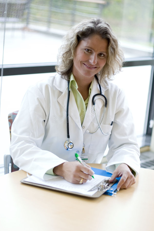 Scrittura professionale medica femminile fotografia stock libera da diritti