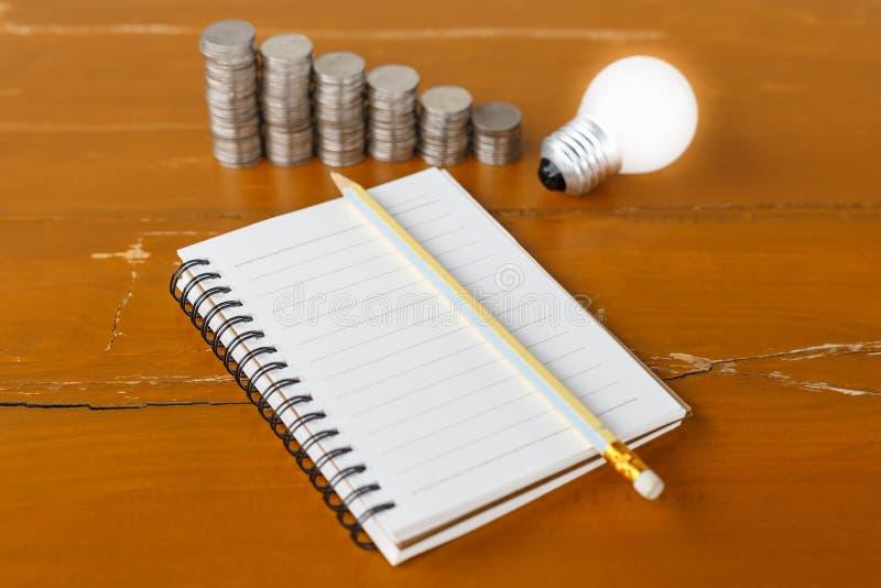 Scrivendo per l'idea dei soldi fotografia stock libera da diritti