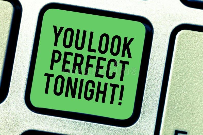 Scrivendovi a rappresentazione della nota guardi stasera perfetto Foto di affari che montra apprezzamento di flirt di bellezza ro fotografia stock libera da diritti