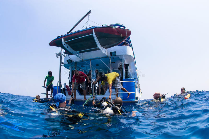 Download Scuba Divers Climbing Back On Dive Boat On Ocean Editorial Image - Image: 29128995