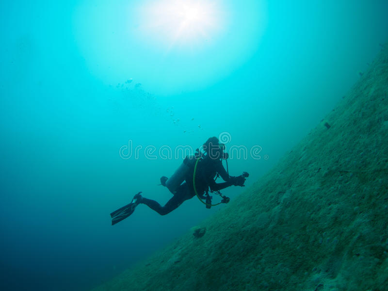 Scuba-duiker die als bel het toenemen overgaan royalty-vrije stock foto
