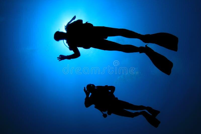 Scuba-duikers stock afbeeldingen