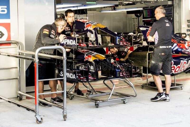 Scuderia Toro Rosso werktuigkundigen Bij het In dozen doen stock afbeelding