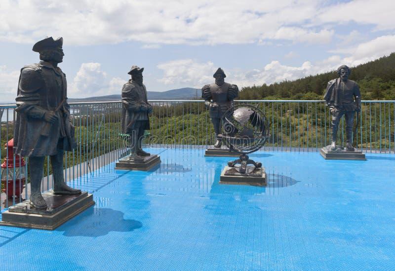 Sculpte des voyageurs en parc maritime de safari de musée en station touristique Gelendzhik, région de Krasnodar, Russie image libre de droits