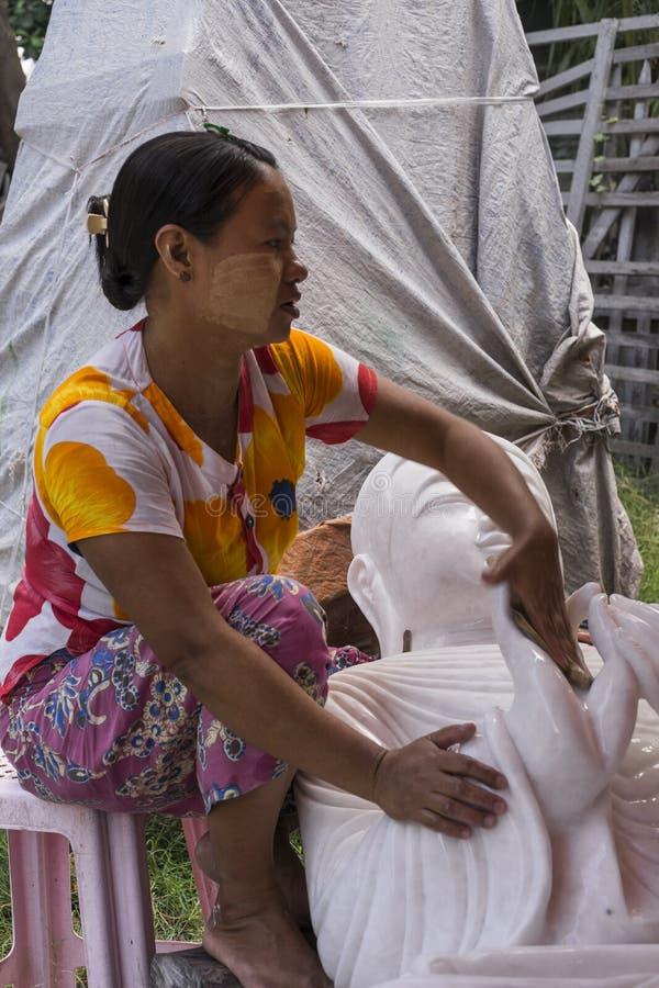 Sculpteur dans Myanmar photo stock
