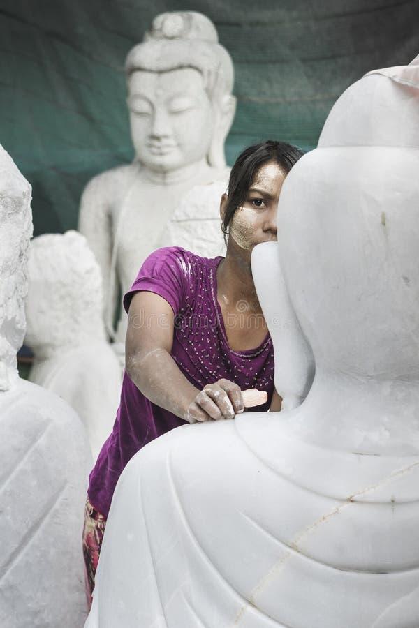 Sculpteur dans Myanmar photo libre de droits