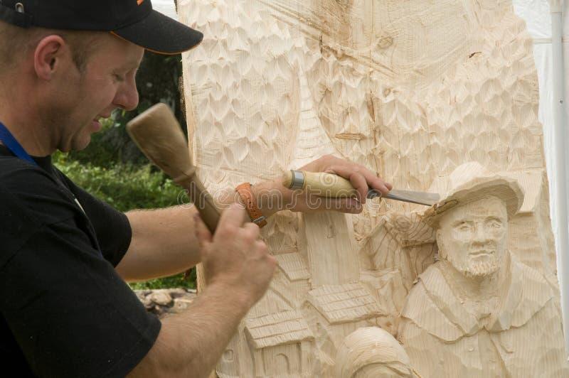 Sculpteur en bois photographie stock