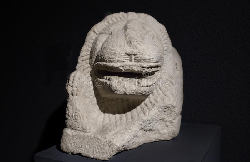 Sculptez dépeindre un lion avec la RAM dans ses griffes Ibérien Cultur photo libre de droits