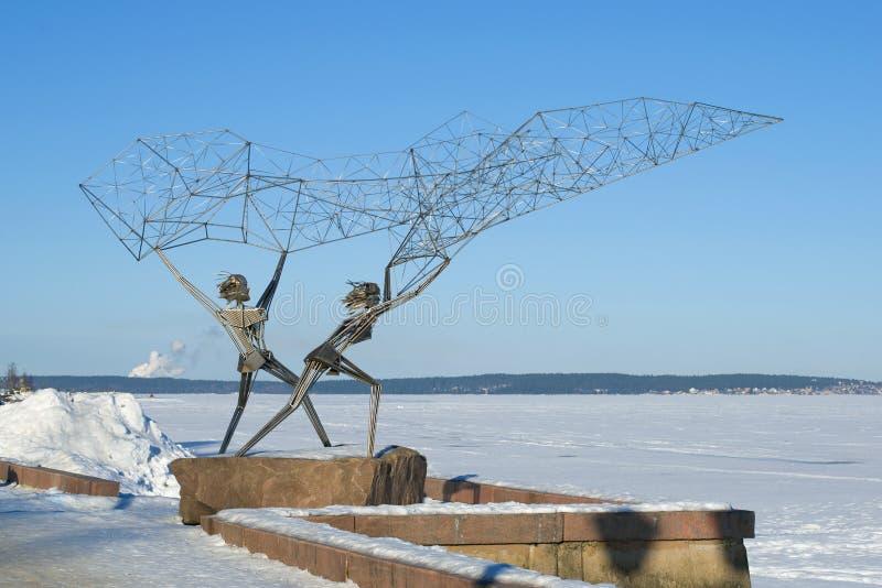 """Sculptez les """"pêcheurs """"sur le remblai du lac onega Petrozavodsk, Carélie images stock"""