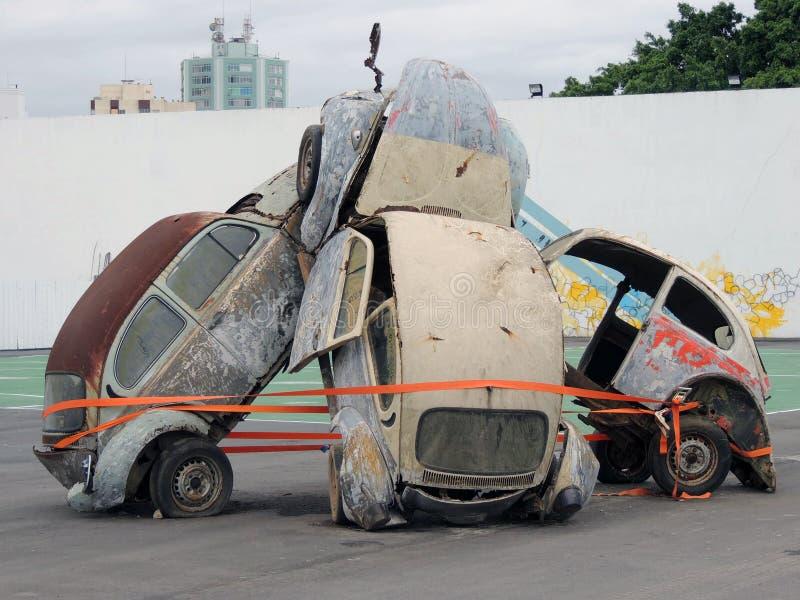 Sculptue détruit de voitures à Sc Brésil d'Itajaà de course d'océan de Volvo photographie stock libre de droits