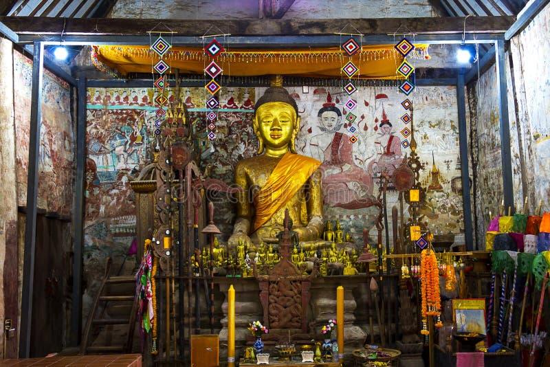 Sculptur velho buddha no templo do anceint fotos de stock