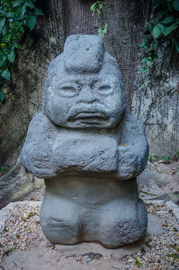 Sculpture anthropomorphe dans la pierre, parc de musée de Venta de La image libre de droits