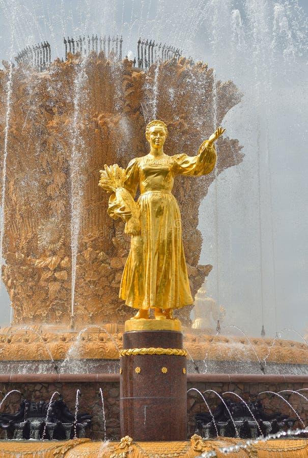 Sculpture d'or sur l'amitié de fontaine des peuples photo libre de droits