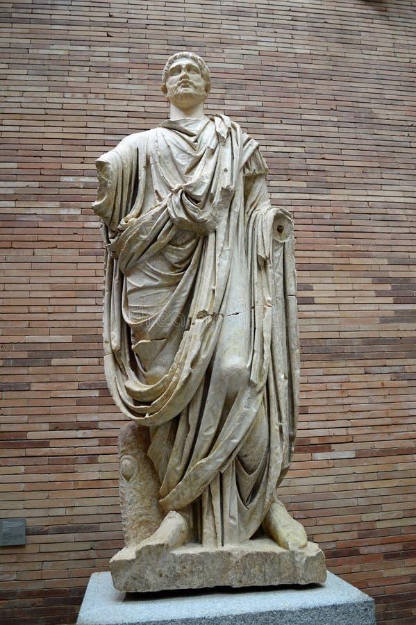Sculpture d'un citoyen romain revêtu d'une robe au hall romain principal, Roman Museum, Museo Nacional De Arte Romano Merida, Esp photographie stock