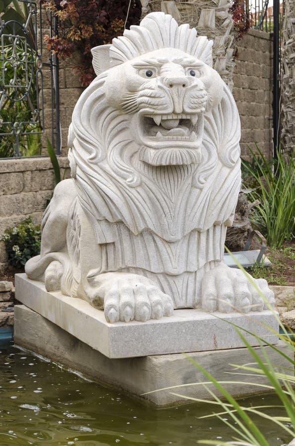 BOOSSONGKANG La Statue R/ésine Abstraite Lion Sculpture Couronne Lion Statue pour D/écoration Artisanat Lion King Mod/èle De No/ël Maison O