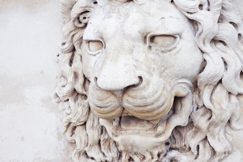Sculpture d'une t?te m?di?vale de lion de l'Italie en pierre photos libres de droits