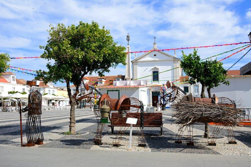 Sculpture dans la place, Vila Real de Santo Antonio image libre de droits