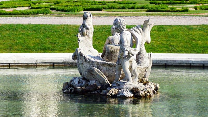 Sculpture dans le jardin du belvédère images libres de droits