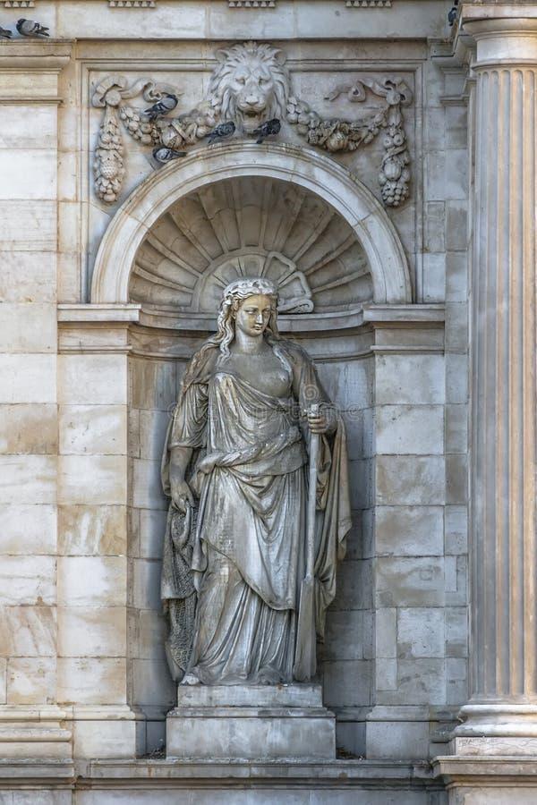 Sculpture dans une allégorie de fontaine de neobarochnogo de créneau du Danu images libres de droits
