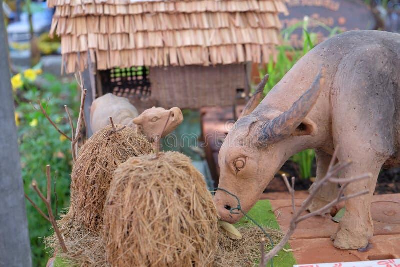 Sculpture de Buffalo et paille de riz image libre de droits