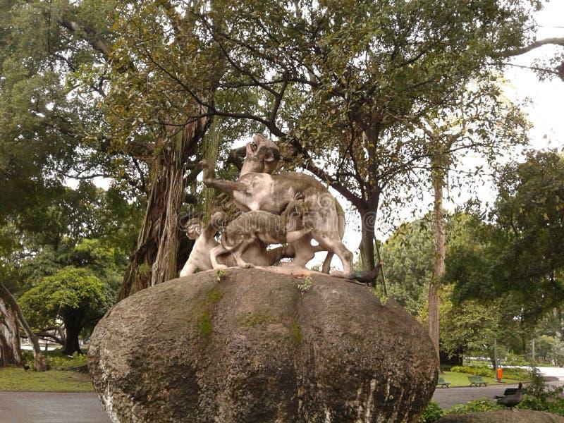 Sculpture de combat inégale dans le champ de Santana, Republic Square, Rio de Janeiro, Downtown, Brésil photo stock