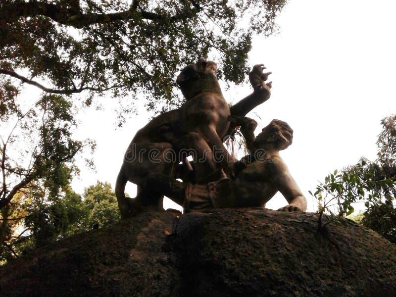 Sculpture de combat inégale dans le champ de Santana, Republic Square, Rio de Janeiro, Downtown, Brésil images libres de droits