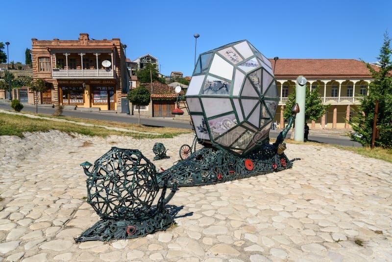 Sculpture de la famille des escargots mécaniques dans Telavi georgia photographie stock