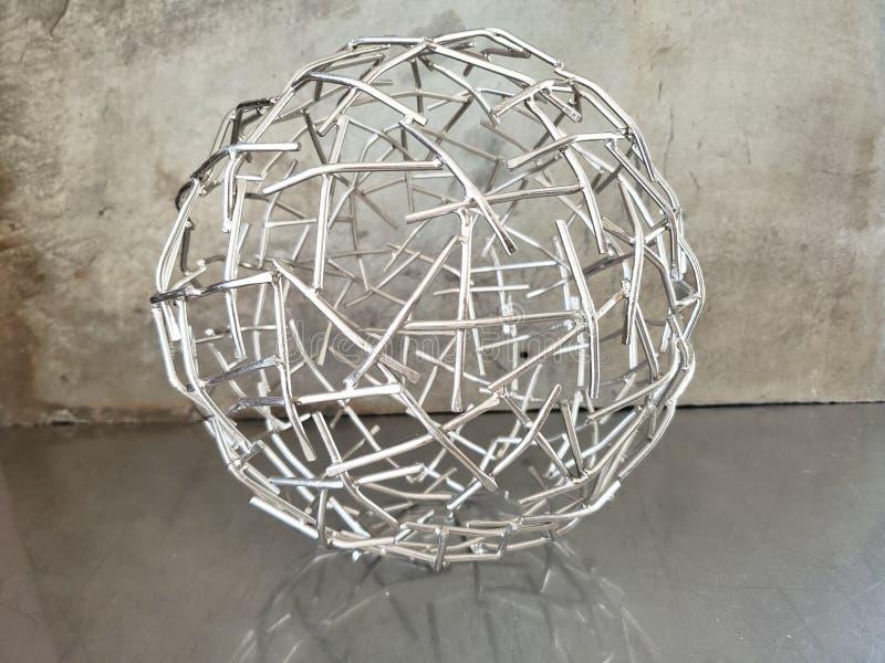 Sculpture de la sphère abstraite des métaux photos stock