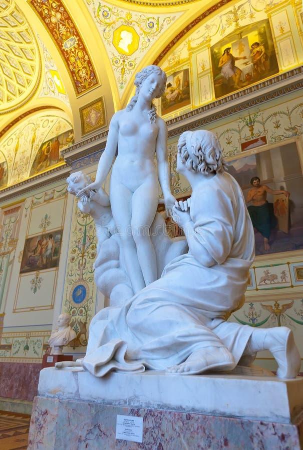 Sculpture de marbre dans l'ermitage d'état images libres de droits