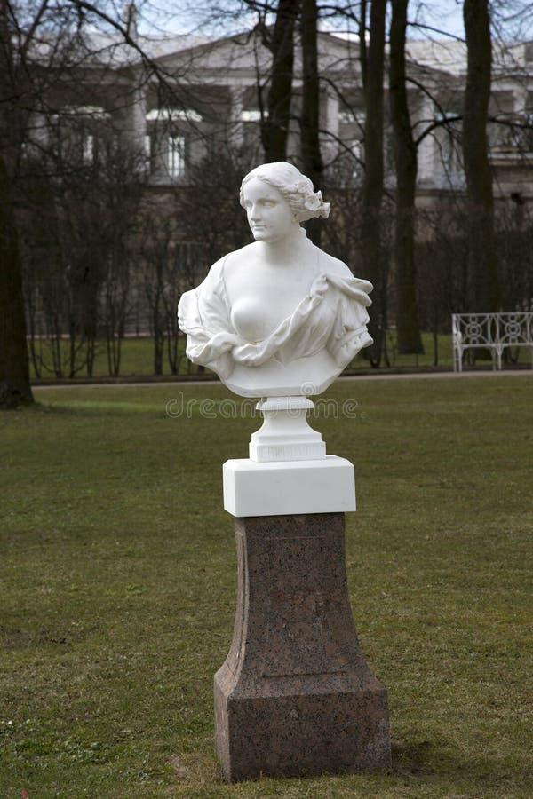 Sculpture de marbre de Catherine Park à Pushkin photos stock
