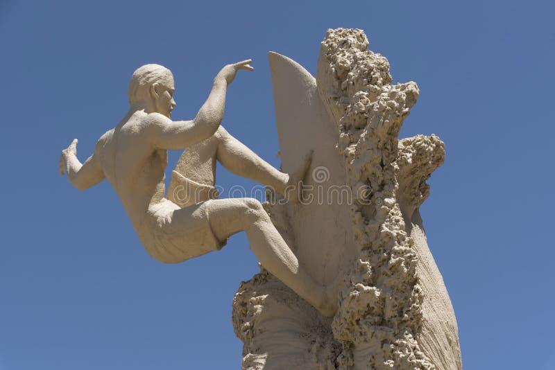 Sculpture de surfer Kelly Slater à la plage la Floride Etats-Unis de cacao photographie stock