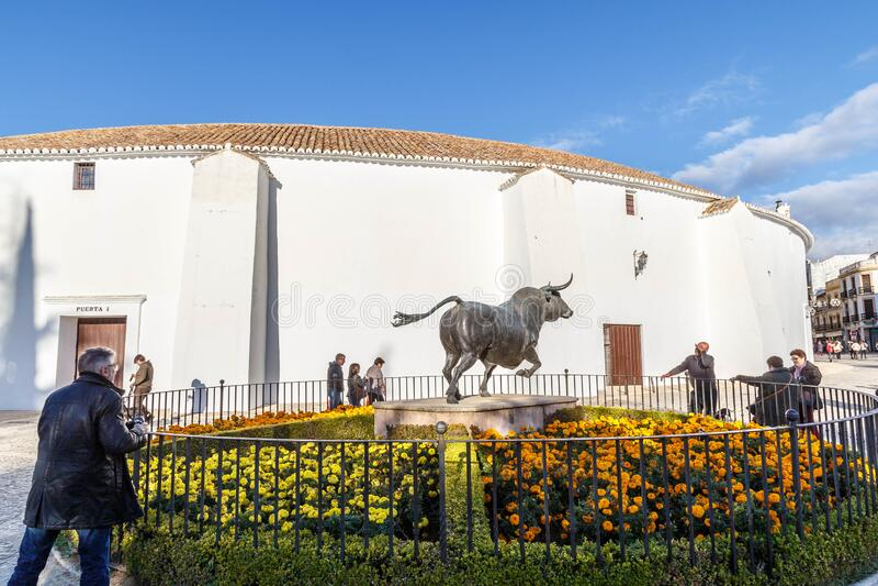 Sculpture de taureau à Ronda, Andalousie photo libre de droits