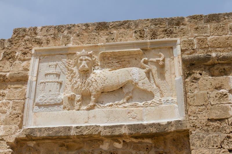 Sculpture du lion à ailes de St Mark dans Famagusta, Chypre photos stock