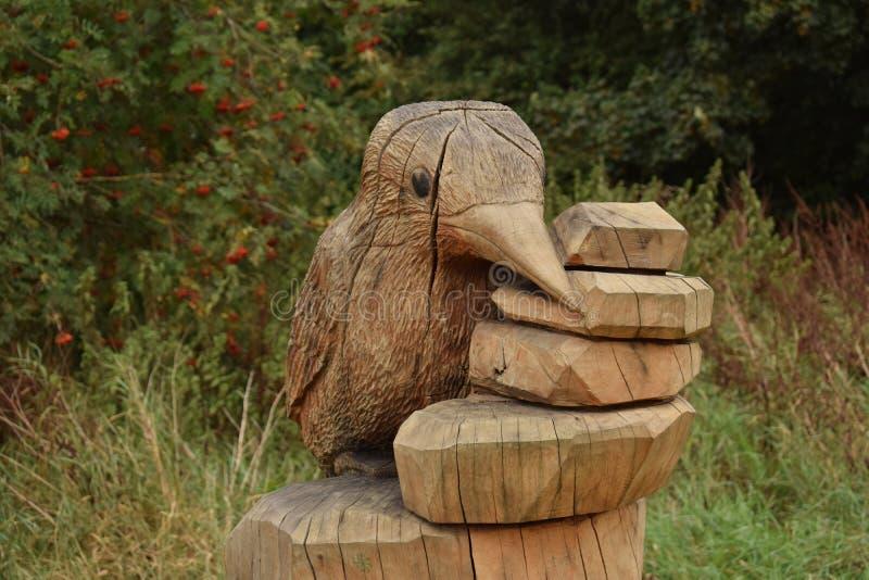 Sculpture en bois en martin-pêcheur images libres de droits