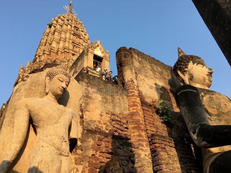 Sculpture en Bouddha dans le temple antique photos libres de droits