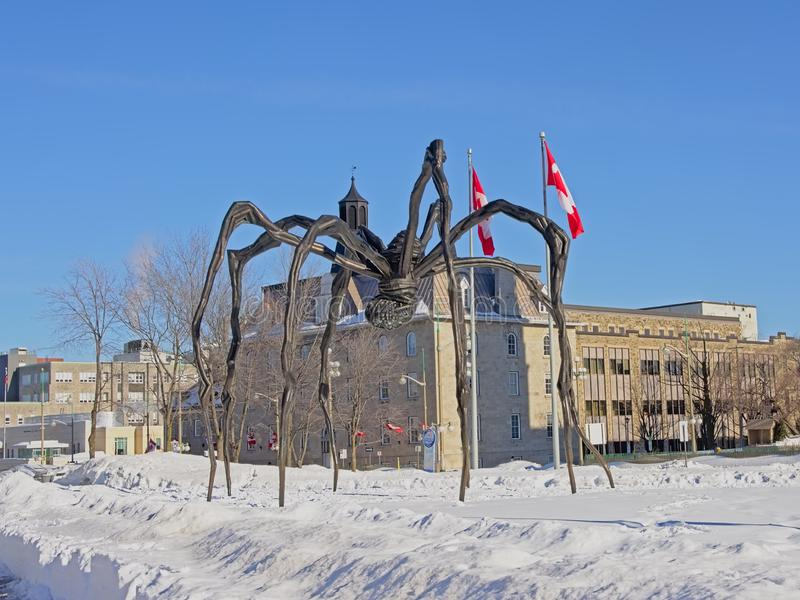 """Sculpture en bronze en araignée de """"Maman """"en air ouvert à Ottawa images stock"""