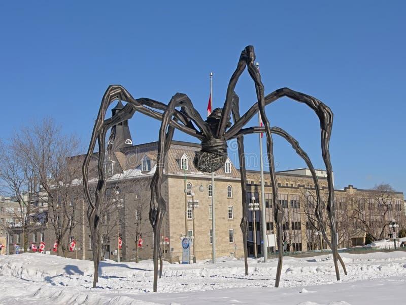 """Sculpture en bronze en araignée de """"Maman """"en air ouvert à Ottawa images libres de droits"""