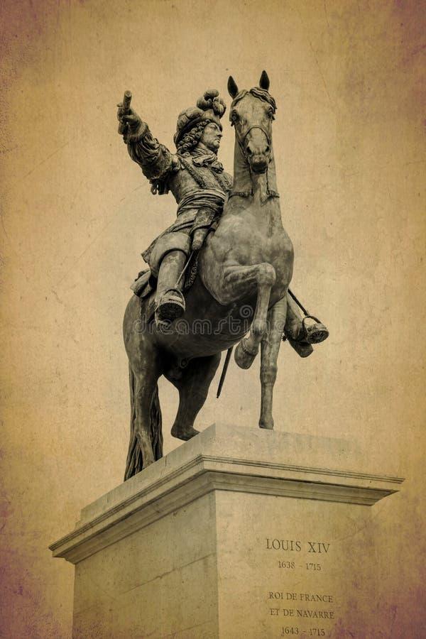 Sculpture en bronze de Louis XIV au palais de Versailles, France image libre de droits