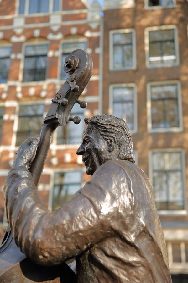 Sculpture en bronze de musicien et de chanteur néerlandais célèbres Manke Nelis, située sur Elandsgracht près de canal de Pr image libre de droits