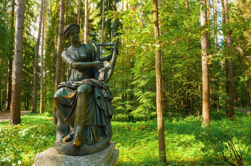 Sculpture en bronze de Terpsichore - la muse de la danse Pavlovsk, St Petersburg, Russie photo stock
