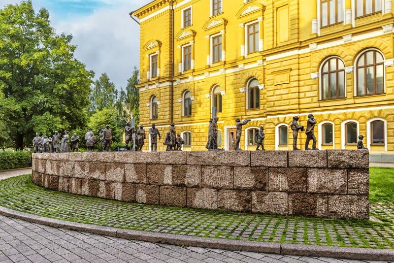 Sculpture en bronze en parc du ` s de Maria Silfvan, Oulu photo stock