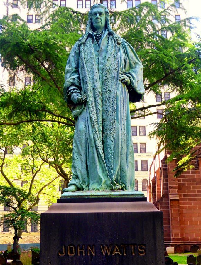 Sculpture en bronze en John Watts dans le cimetière d'église Trinity photographie stock libre de droits