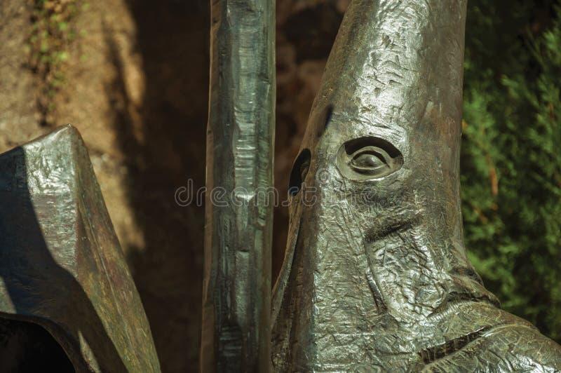 Sculpture en bronze religieuse d'un capot de port d'homme à Caceres photo libre de droits
