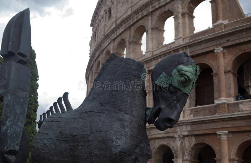 Sculpture en cheval dans le Colisé image stock