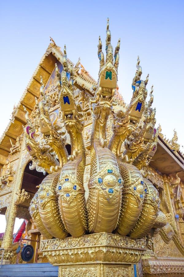 Sculpture en dragon au temple de Sri Pan Ton, province Nan, Thaïlande photo libre de droits