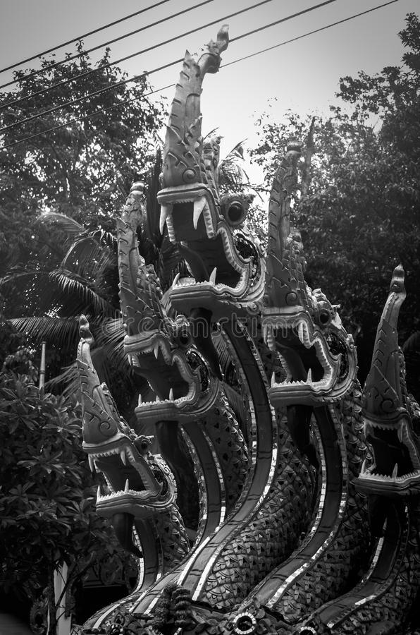 Sculpture en dragon d'un temple chinois image stock